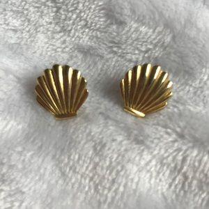 Small gold seashell earrings
